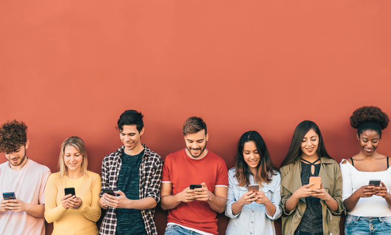 Why Restaurants Should Use Mobile Learning Software to Train Gen Z Employees